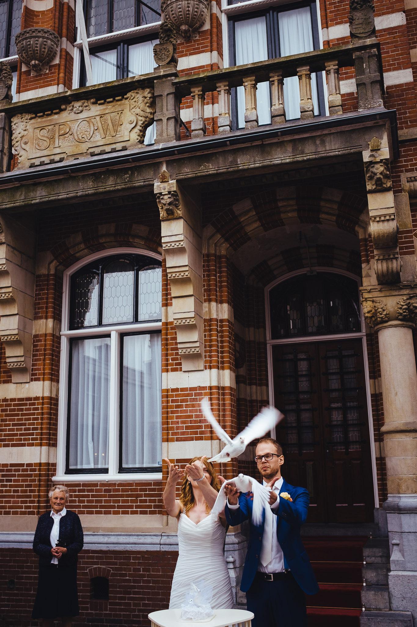 bruiloft Winschoten ceremonie duifen
