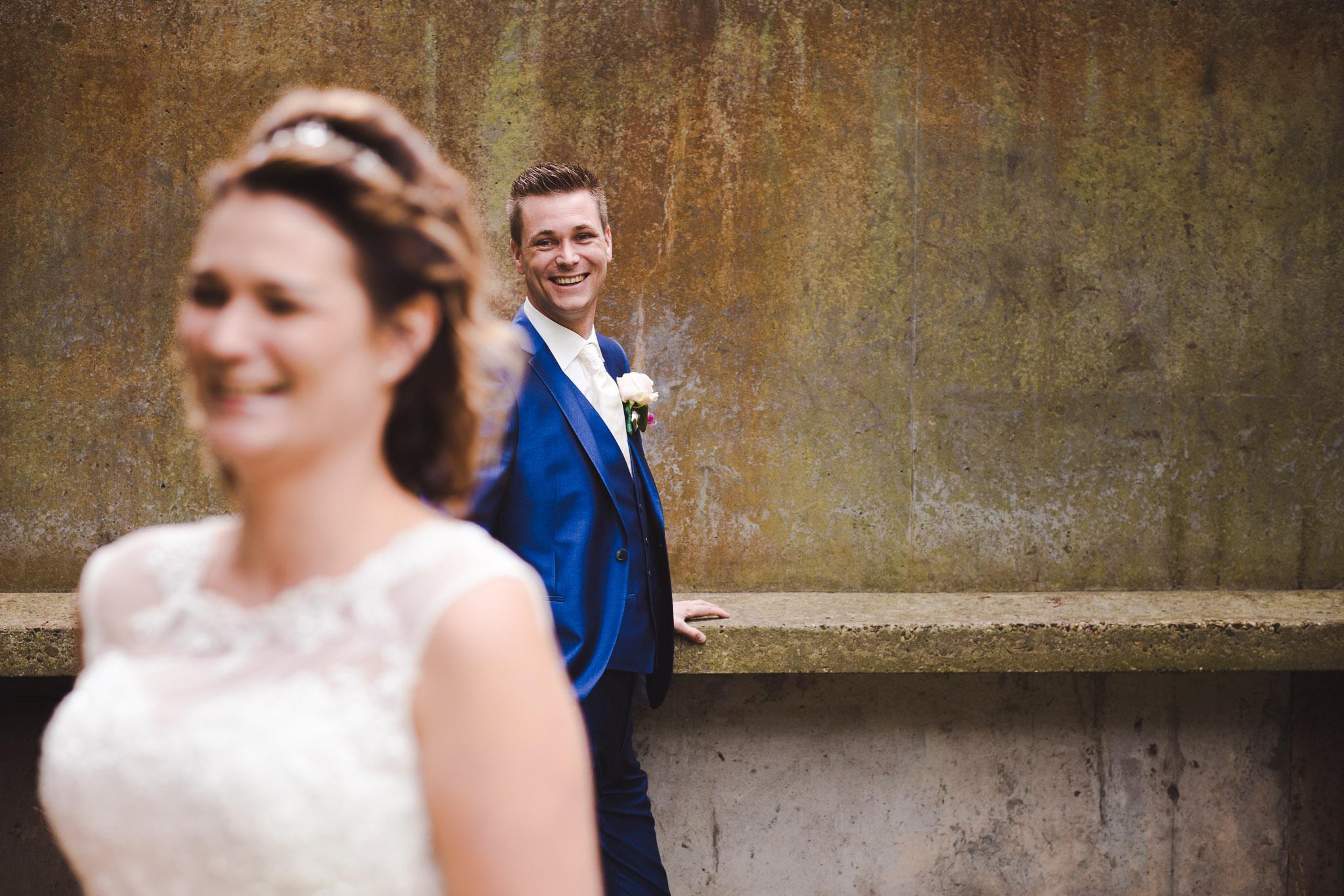 origineel en spontaan portret bruid en bruidegom