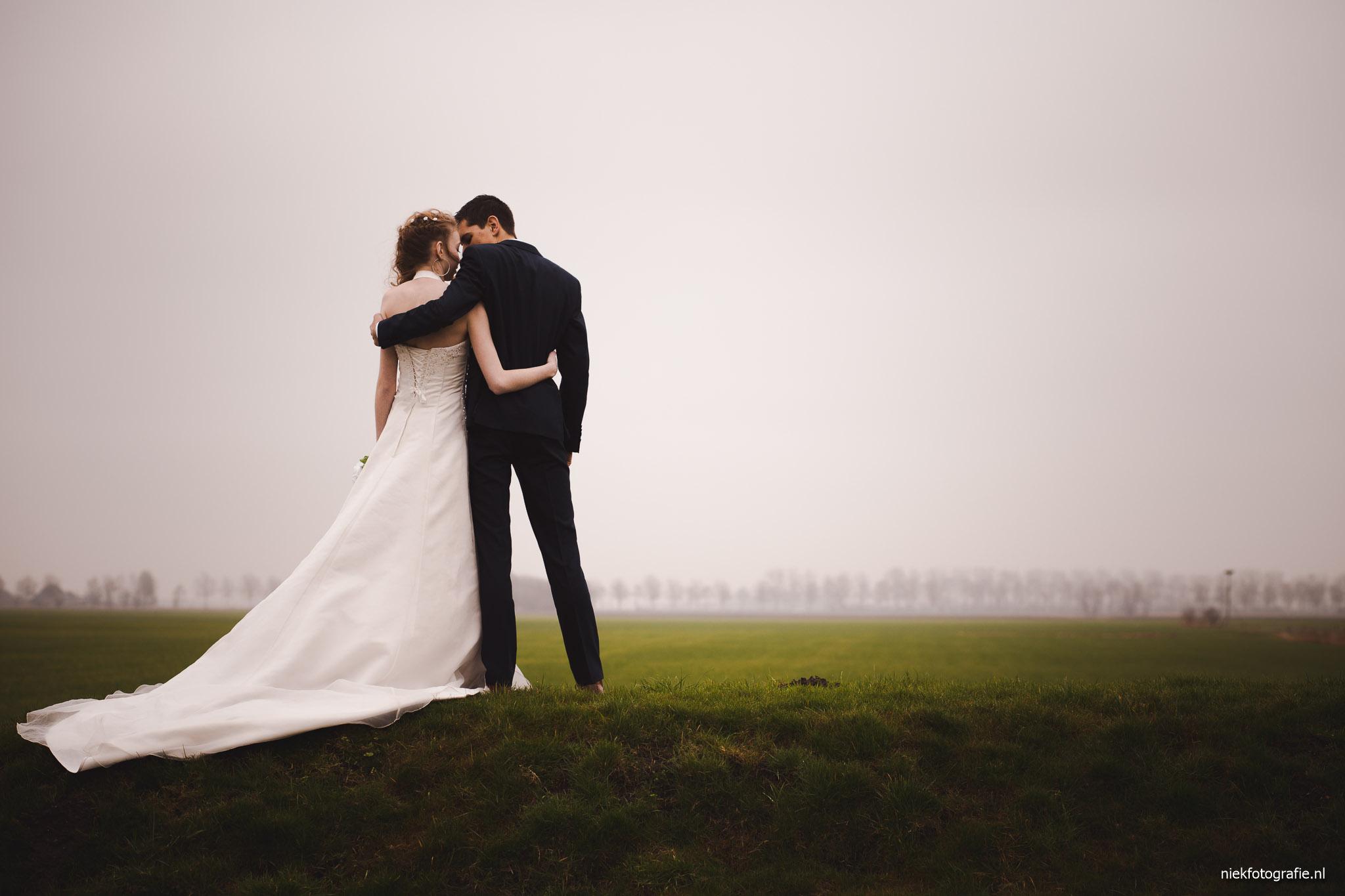 trouwreportage albertsmaheert noorwolde groningen bruid en bruidegom samen