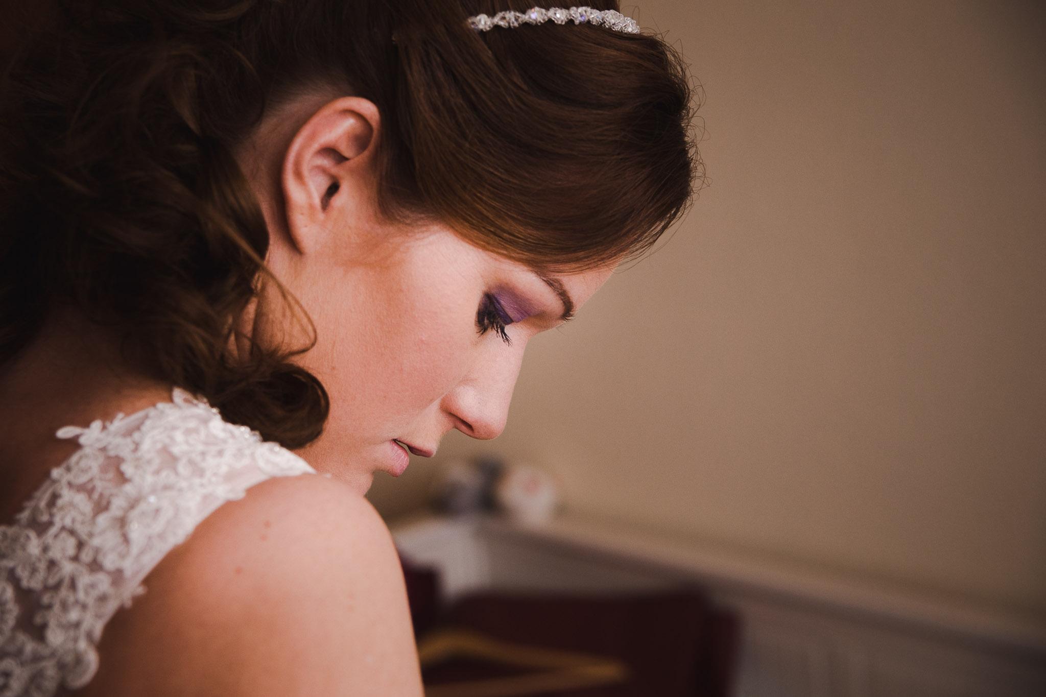 bruiloft veendam reportage anouk portret klaarmaken